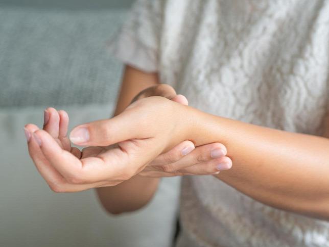 A fiatalkori idiopátiás artritisz kezelése. Magyar Tudomány • 8 • Poór Gyula