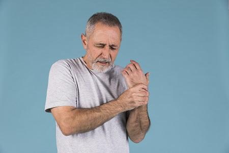ízületi fájdalom a comb külső oldalán