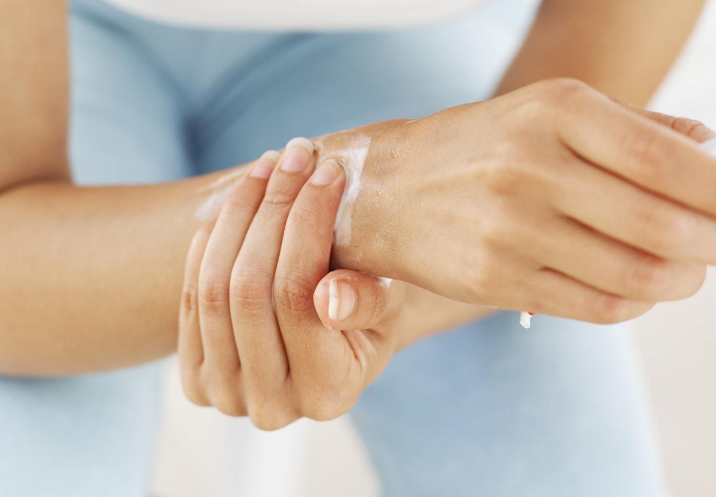a csuklóízület miért fáj