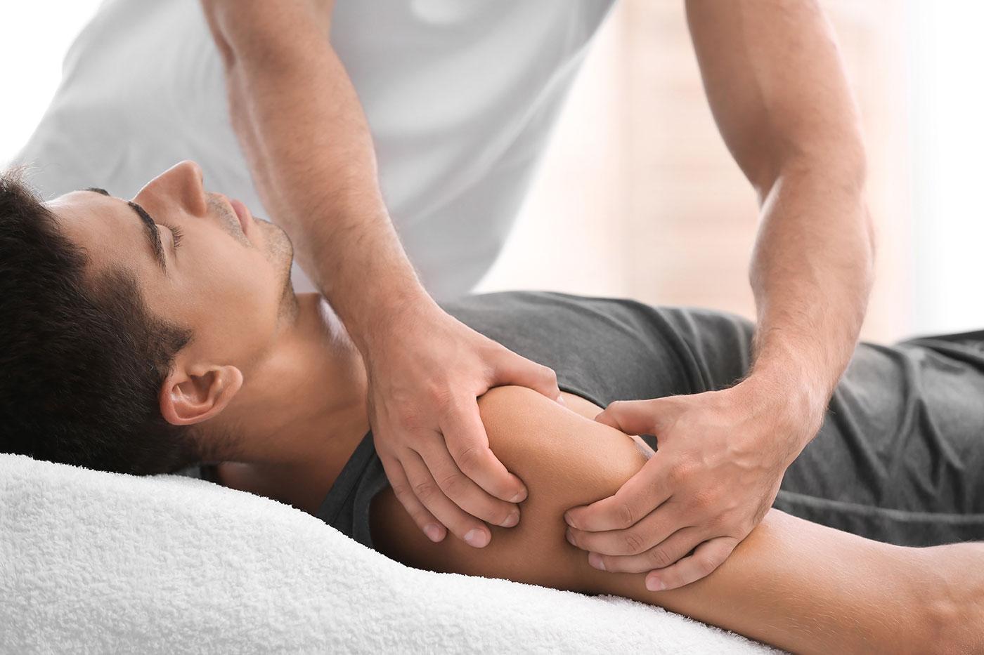 manuális terápia a vállízület fájdalmain csípőízületi gyakorlat kezelése